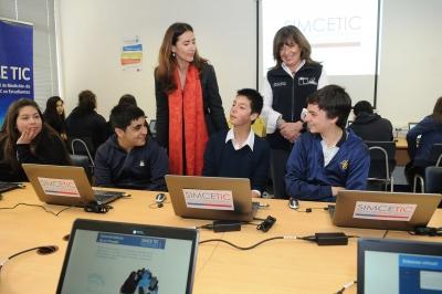 Ministra Schmidt da inicio a la prueba nacional SIMCE TIC 2013